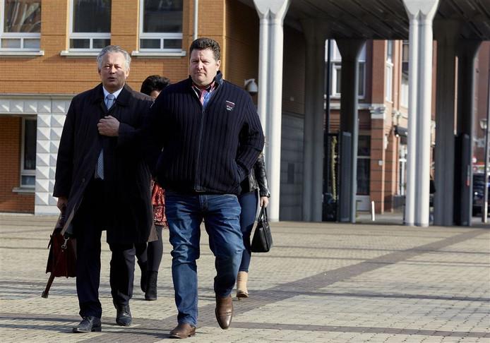 Willy Selten (rechts) met zijn advocaat Frank Peters voor een zitting in 2015.