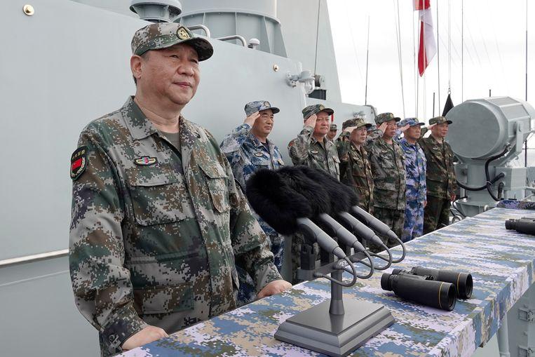 De Chinese president Xi Jinping voert het woord nadat hij de marine van het Chinese Volksbevrijdingsleger in de Zuid-Chinese Zee heeft geïnspecteerd, 12 april 2018.    Beeld AP
