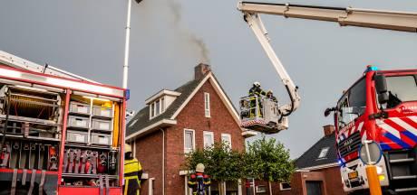 Noodweer slaat toe: A27 dicht, woningen in Made en Waspik geraakt door bliksem