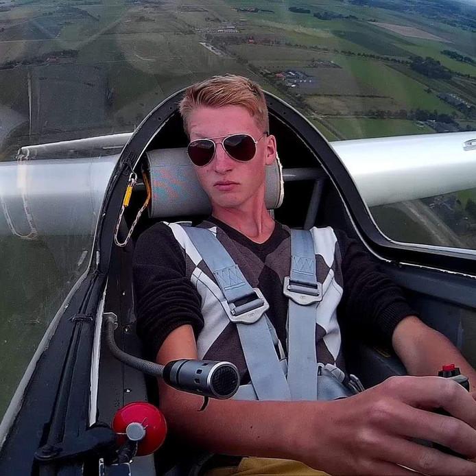 Deni Elferink voelt zich letterlijk als een vogel in de lucht als piloot van een zweefvliegtuig. ,,We gebruiken precies dezelfde technieken.''