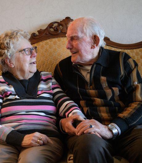 70 jaar getrouwd in Enschede: al tijden gelukkig met dat 'rotjong'