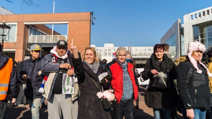 Erna Bons bij een Pegida-demonstratie twee jaar geleden in Amsterdam.