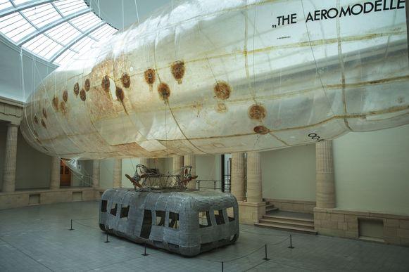 De Zeppelin van Panamarenko in het MSK in Gent