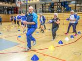 Nieuw in Zwolle, speciaal voor ouderen: walking basketbal. 'Heerlijk, na 35 jaar niet gespeeld te hebben'
