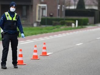 Bestuurder vlucht weg van politiecontrole en beschadigt dienstvoertuig