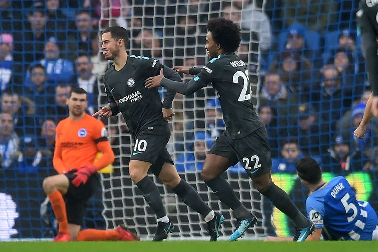 Willian feliciteert Hazard met de snelle 0-1.
