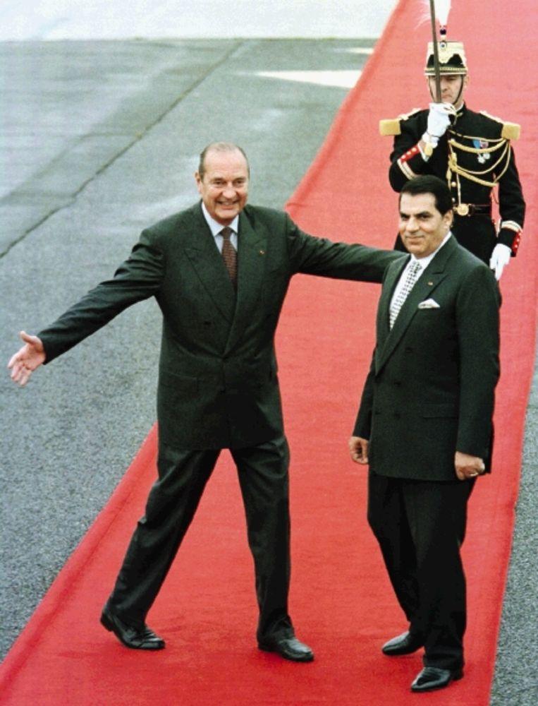 Oktober 1997: de Franse president Chirac ontvangt zijn Tunesische collega Ben Ali met open armen. (FOTO REUTERS) Beeld
