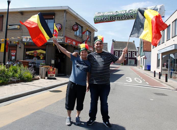 Je zou het niet zeggen, maar Tim Saman (links) en Christophe Claessens van café Benelux gaan Oranje missen.