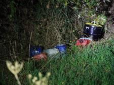 Vaten gedumpt in sloot in IJhorst: 'Geen drugsafval'