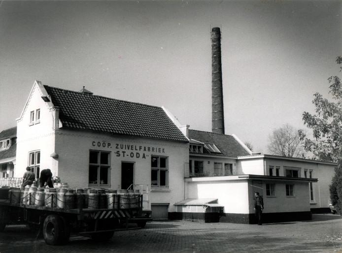 De oude zuivelfabriek aan de Lindendijk in Sint-Oedenrode was tot in de jaren zeventig in gebruik. Daarna dreigde de sloophamer, maar het pand en de historische schoorsteen werden uiteindelijk als historisch erfgoed aangemerkt. In het gebouw zit tegenwoordig een restaurant.