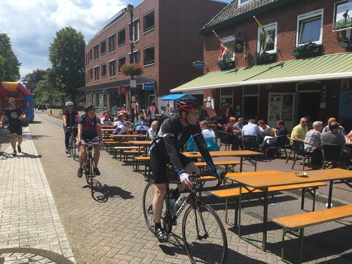 Langs de route kwamen fietser langs genoeg mooie terrasjes om even te genieten van de zon.