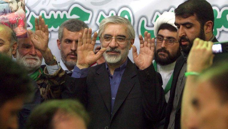 Mir Houssein Mousavi tijdens de verkiezingscampagne van 2009. © epa Beeld