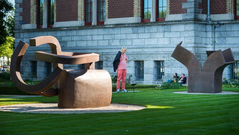 Beelden van Eduardo Chillida in de tuin van het Rijksmuseum Beeld Mats van Soolingen