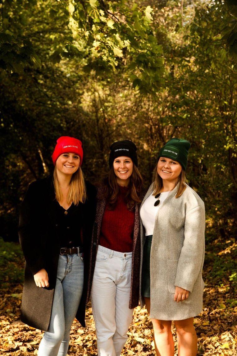 De drie zussen schenken de opbrengst aan de Stichting tegen Kanker.
