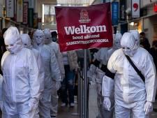 Bizar ogend straatoptreden in Spijkenisse als protest tegen coronamaatregelen