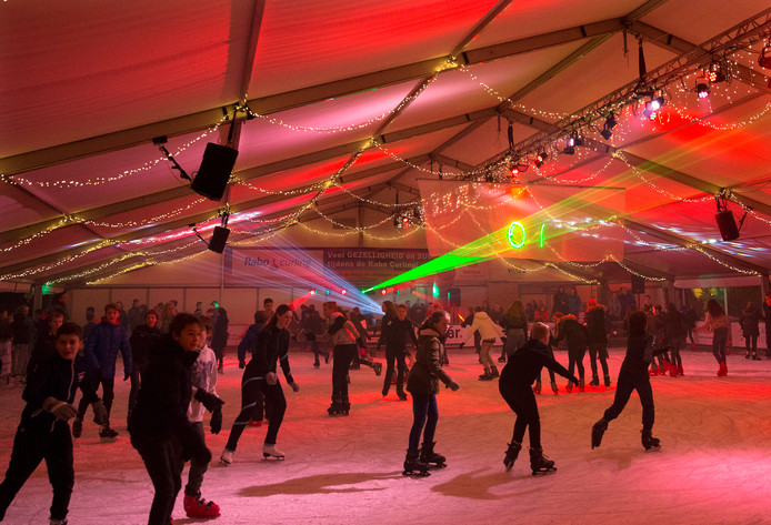 De overdekte ijsbaan in Duiven is weer open.