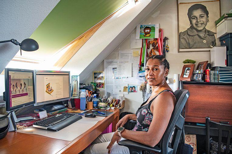 Shurailla Stoppel: 'Het is momenteel 34 graden bij mij op zolder.' Beeld  Guus Dubbelman / De Volkskrant