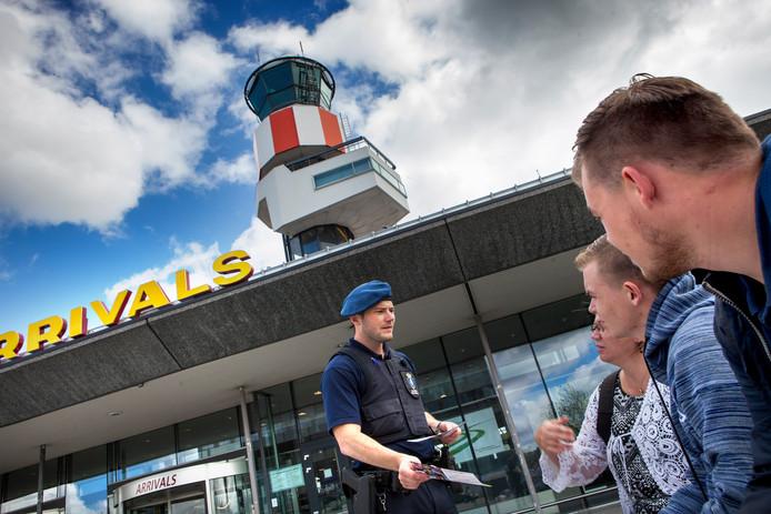 De marechaussee voert vanaf actie op Rotterdam The Hague Airport