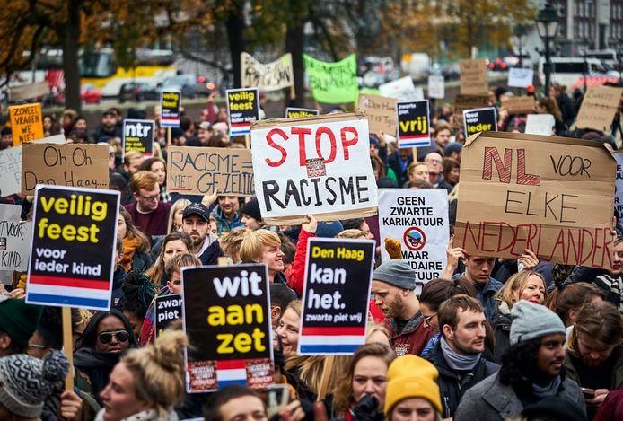 Protest van Kick Out Zwarte Piet op de Koekamp in Den Haag.