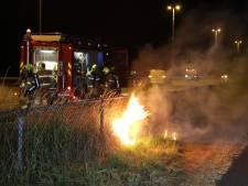 Berm in brand langs A1 bij Terschuur