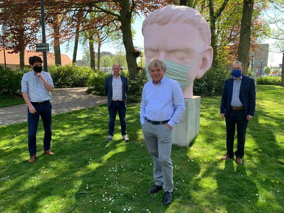 De burgemeesters van Eeklo, Kaprijke, Sint-Laureins en Assenede kochten samen mondmaskers aan. Maar een fusie tussen de vier is duidelijk nog niet voor morgen.
