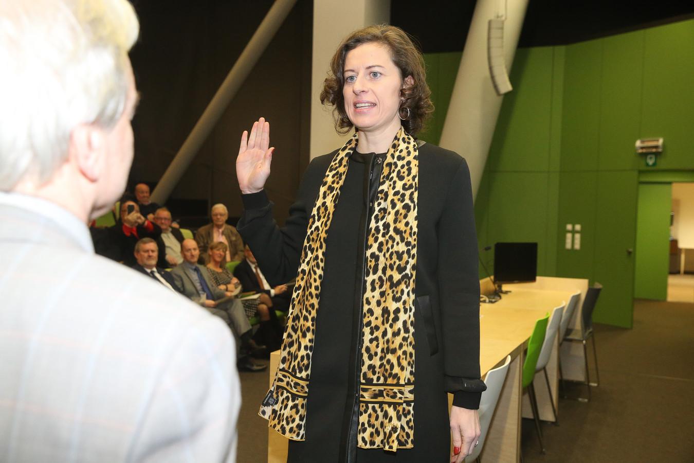 Eedaflegging burgemeester Horebeke, Cynthia Browaeys.