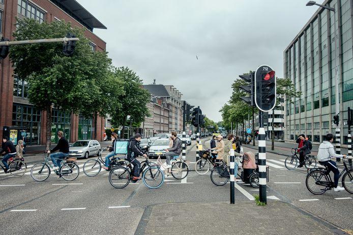 Oversteekplaats voor fietsers bij het Mr. Visserplein.