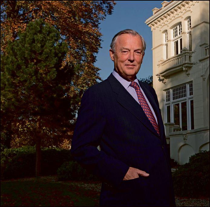 John Fentener van Vlissingen in 2007 voor het hoofdkantoor van BCD Holding in Zeist.