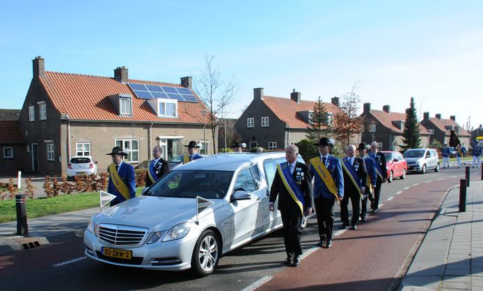 Gilde De Vriendenkring begeleidt hun overleden lid in Leuth..