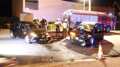 Twee gewonden bij zware aanrijding tussen personenwagens in Berlare