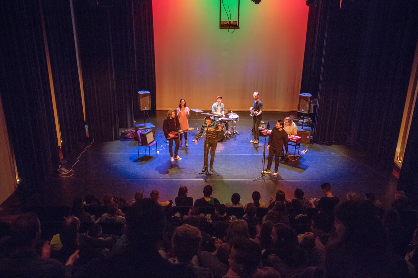 Optreden voor Cresco-project in de Scala-zaal in Helmond.