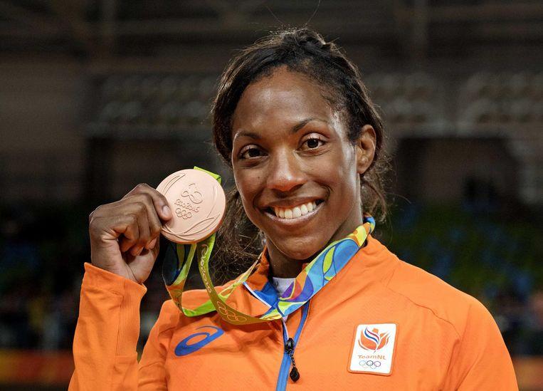 Van Emden met haar bronzen medaille. Beeld null