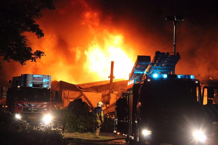 De brand in het voormalig restaurant ontstond even na middernacht.