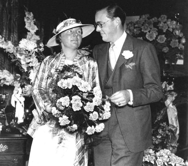 Prinses Juliana en prins Bernhard tijdens hun verloving op 8 september 1936. Beeld anp