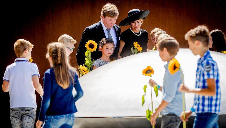 Koning Willem-Alexander en koningin Maxima tijdens de onthulling van het Nationaal Monument MH17. Beeld anp