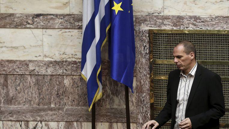 Griekse minister van Financiën Yanis Varoufakis bij een Griekse en en Europese vlak in het parlement in Athene Beeld REUTERS