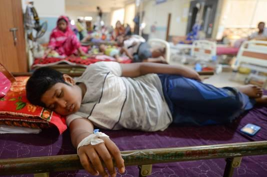 Een kind met knokkelkoorts in Bangladesh