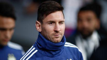 FT buitenland. Mijlpaal voor Ochoa in shirt van Mexico - Messi moet geblesseerd afhaken bij Argentinië - Football Leaks-hacker in voorlopige hechtenis genomen