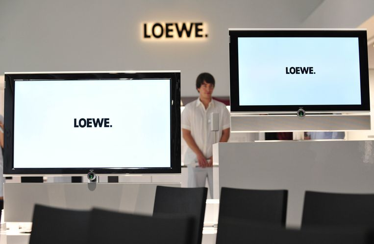 "(FILES)  Photo taken on September 2, 2010 shows a man wait for visitors at the booth of German high end TV manufacturer Loewe at the 50th edition of the ""IFA"" electronics trade fair in Berlin, Germany. German high-end television maker Loewe said Tuesday, October 1, 2013 it had filed for bankruptcy but also voiced hope that an investor could still be found to rescue of the 90-year-old company. AFP PHOTO/  JOHN MACDOUGALL"