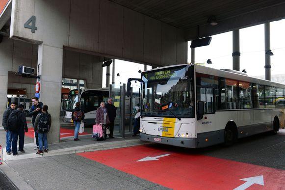 Illustratiebeeld buskades aan station Leuven
