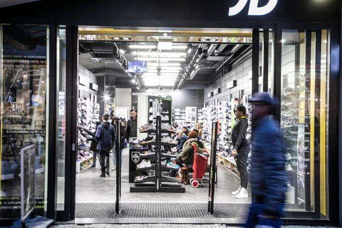Manager JD Sports opgepakt om racisme | Amsterdam | AD.nl