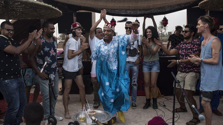 Optreden op het Red Light Radio-podium, met als tweede van rechts de initiatiefnemer van het festival, Karim Mrabti (met zonnebril). Beeld null