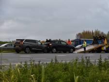 Auto's botsen op elkaar op A50 bij Ewijk