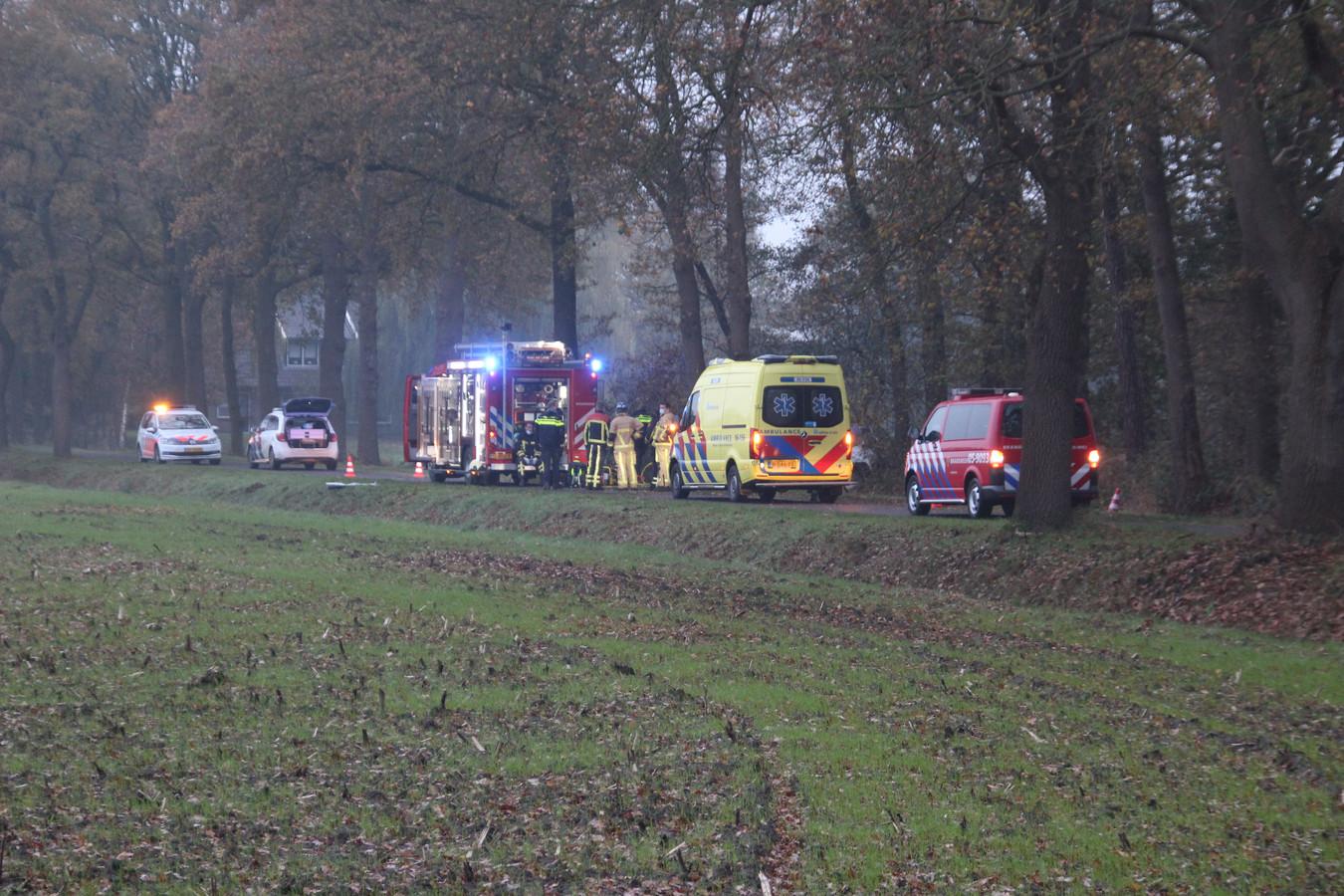 De door de Haaksbergenaar bestuurde auto reed direct naast de weg tegen een boom.