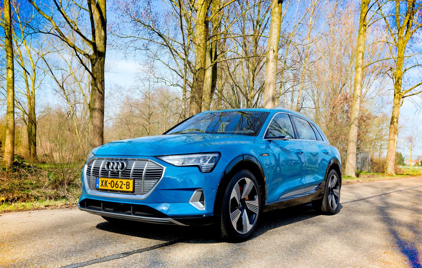 De Audi e-Tron haalt niet de actieradius van de Tesla Model X, maar onderscheidt zich met een prima weggedrag en veel comfort.
