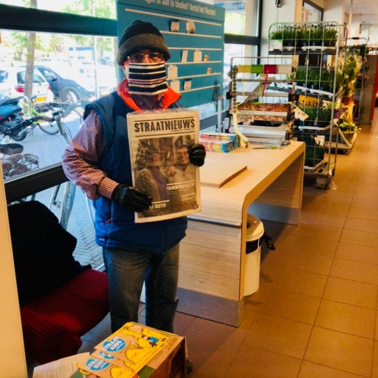 Nico op zijn vaste plek in de Albert Heijn van Vleuten. Beeld Margriet Oostveen