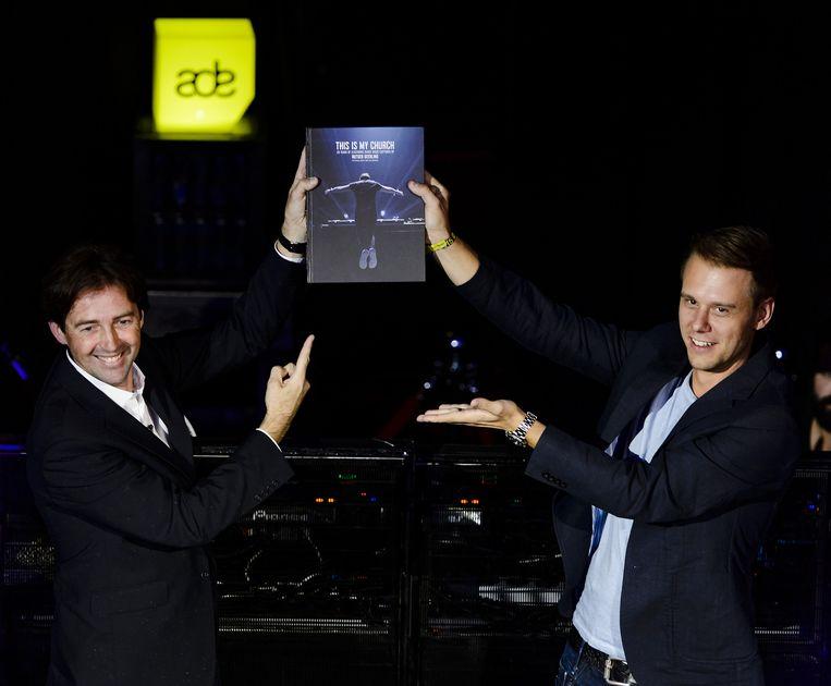 DJ Armin van Buuren kreeg afgelopen oktober het eerste exemplaar overhandigd van het fotoboek This is my Church van fotograaf Rutger Geerling. Beeld anp
