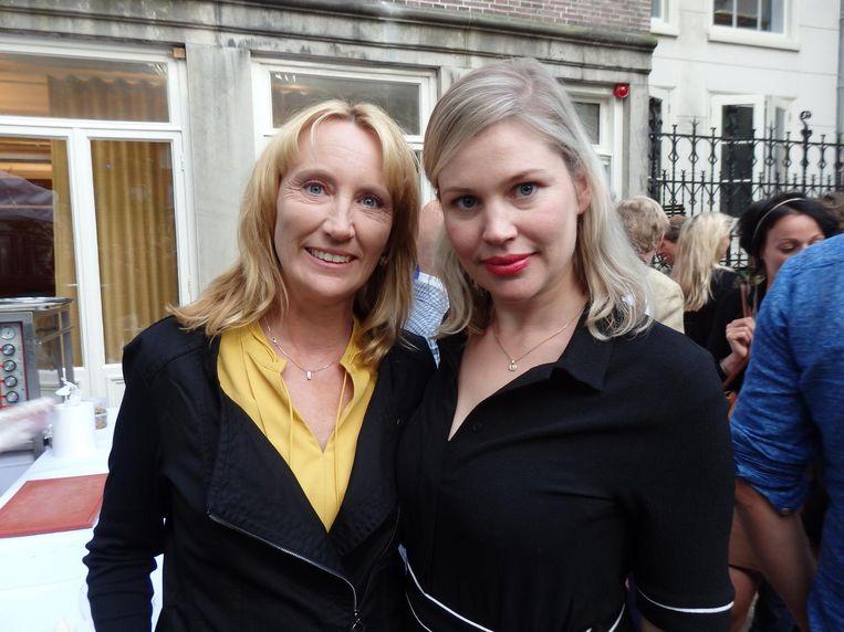 Auteur Simone van der Vlugt, nummer twee in de boeken top 60 dus zij betaalt vandaag de catering, en auteur Franca Treur Beeld Schuim