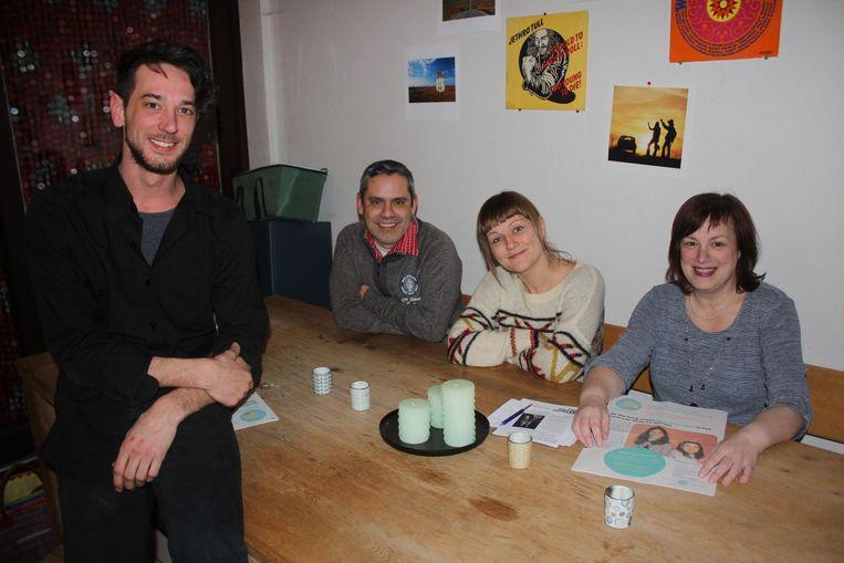 Vrijwilligers Michael Hénaux, José Gavilan, Karen Beerens en Lieve Segers willen vluchtelingen makkelijker aan een woonst helpen.