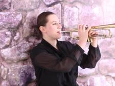 Deze trompettisten spelen op dodenherdenking de Taptoe vanuit huis: 'Elk nootje moet perfect zijn'